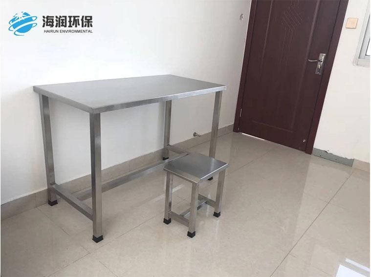 记录桌及凳子